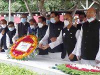 বঙ্গবন্ধু'র ৪৫তম শাহাদাত বার্ষিকীতে প্রধানমন্ত্রীর পক্ষে তার সামরিক সচিব মেজর জেনারেল নকিব আহমদ চৌধুরী শ্রদ্ধা